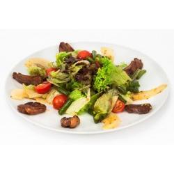 Салат с уткой и пряным соусом