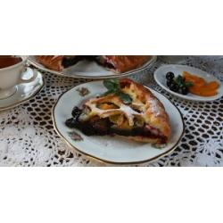 Пирог персиково-смородиновый