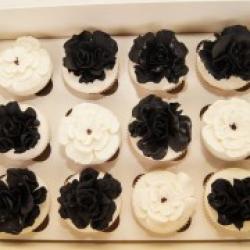 Капкейки праздничные Черные цветы - 55 грн./шт.